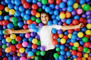 kid-in-balls300x200